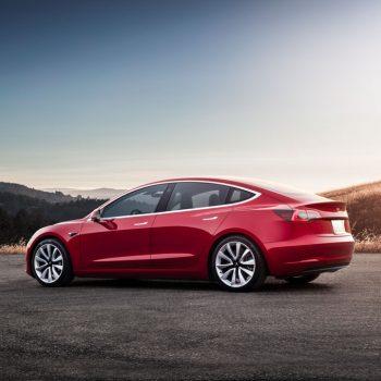 Tesla-model-3-solnedgang