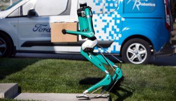 Ford-digit-fortovsrobot-gående
